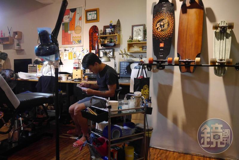 「只要作品好客人就會上門」的年代已過,年輕一輩的刺青工作者們要看待這個危機或轉機?