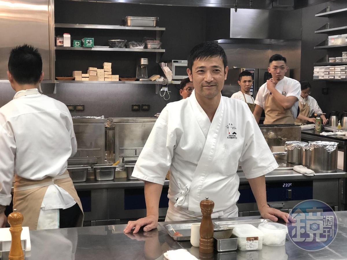 大阪燒鳥市松主廚竹田英人被稱為懷石燒鳥第一人。