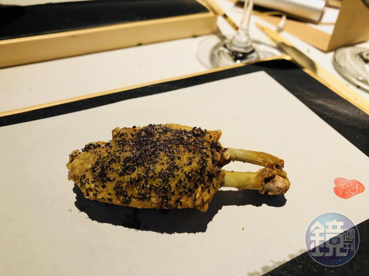 燒鳥市松的「紫蘇塩炸雞翅」。