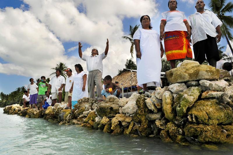夏威夷日前簽署禁止銷售有害珊瑚礁生成成分的防曬乳法案,預計2021年起生效。(東方IC)
