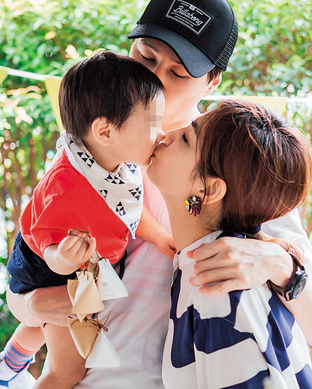 Ella日前辦37歲生日趴,老公賴斯翔(中)為她準備生日驚喜,由兒子勁寶(左)獻吻,一家3口和樂融融。(翻攝自Ella IG)
