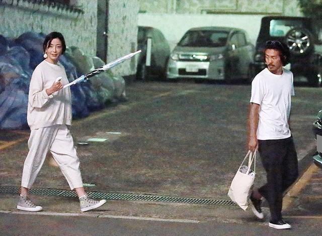 宮澤理惠再婚森田剛後,享受難得天倫,甚至為他一度停工。(翻攝《FRIDAY》)