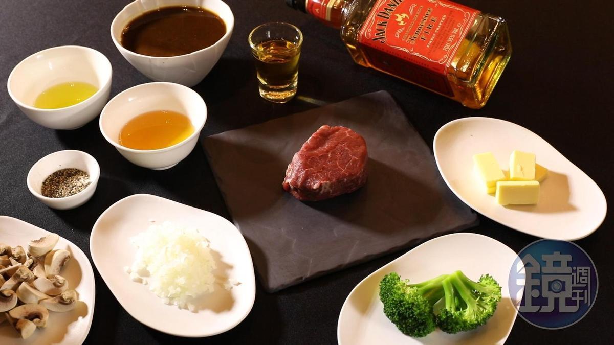 牛排盡量挑選呈桃紅色澤的,確保鮮度,有附保潔墊的包裝更佳。