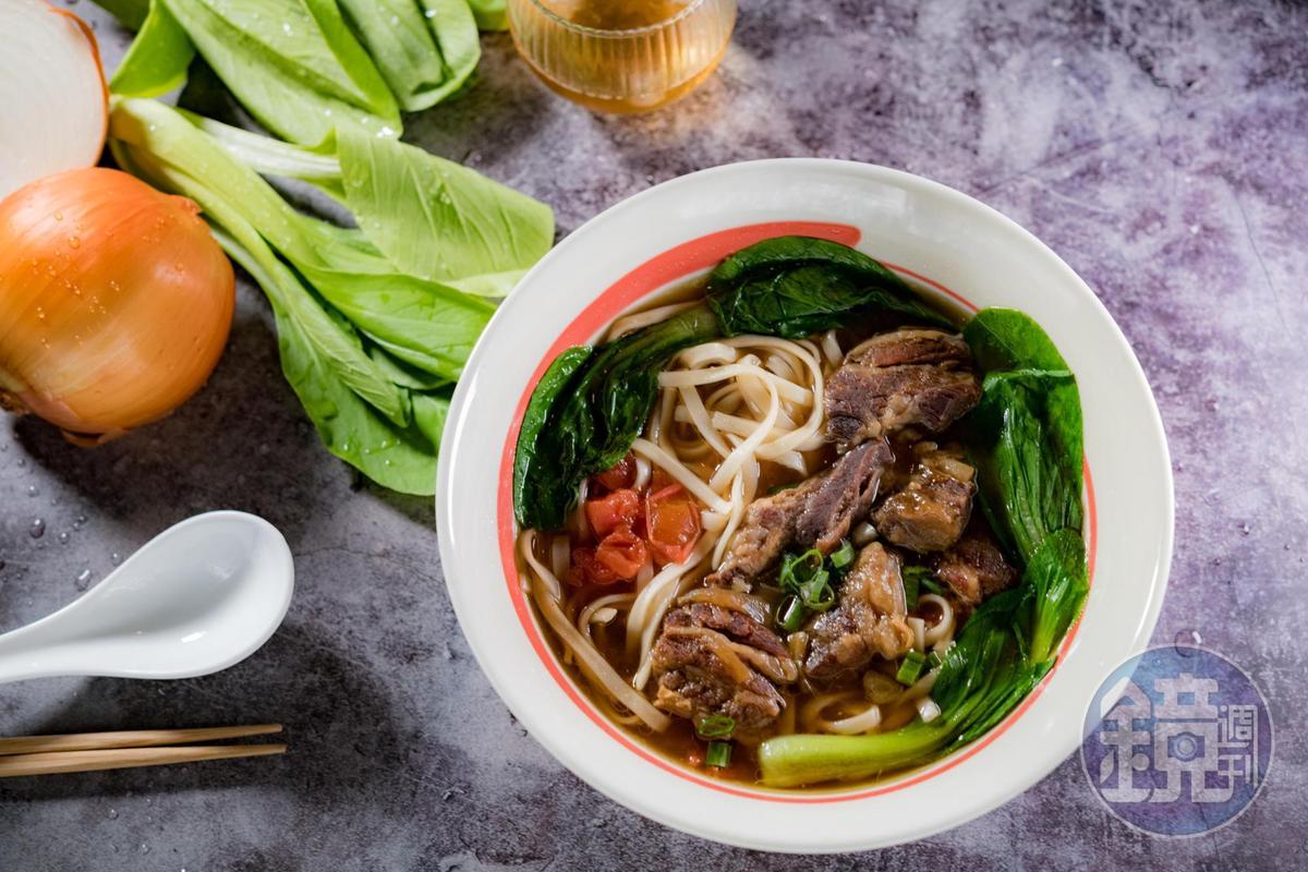 「番茄牛肉麵」微酸緩解肉湯的油膩。(250元/份)