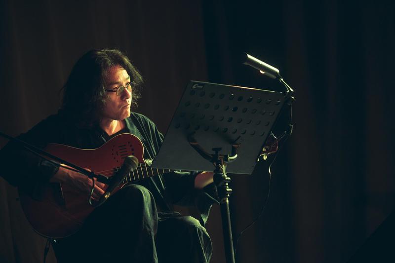 「純愛電影教主」岩井俊二集編導、小說家、攝影師、配樂家、詞曲作家等於一身。