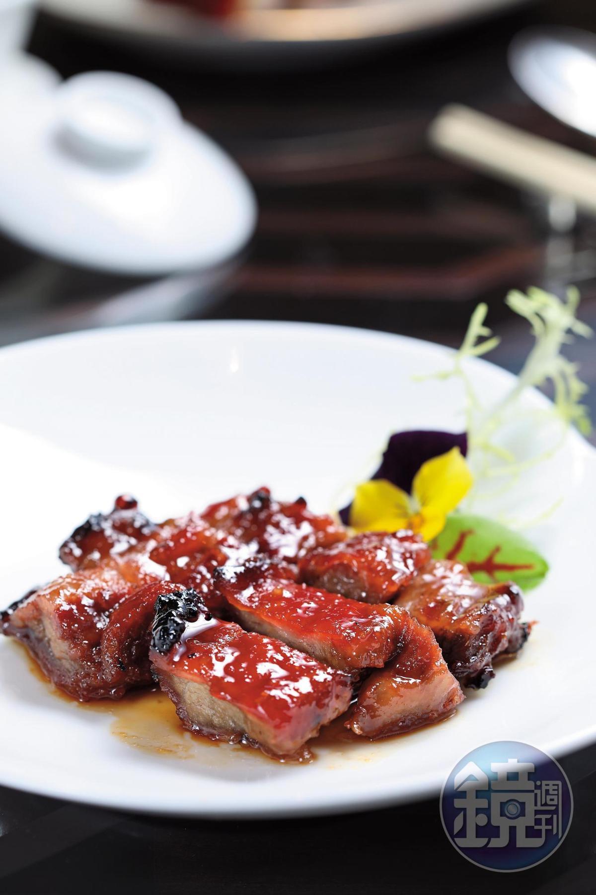 「蜜汁西班牙黑毛豬叉燒」越吃越涮嘴。(48歐元/份,約NT$1,690)