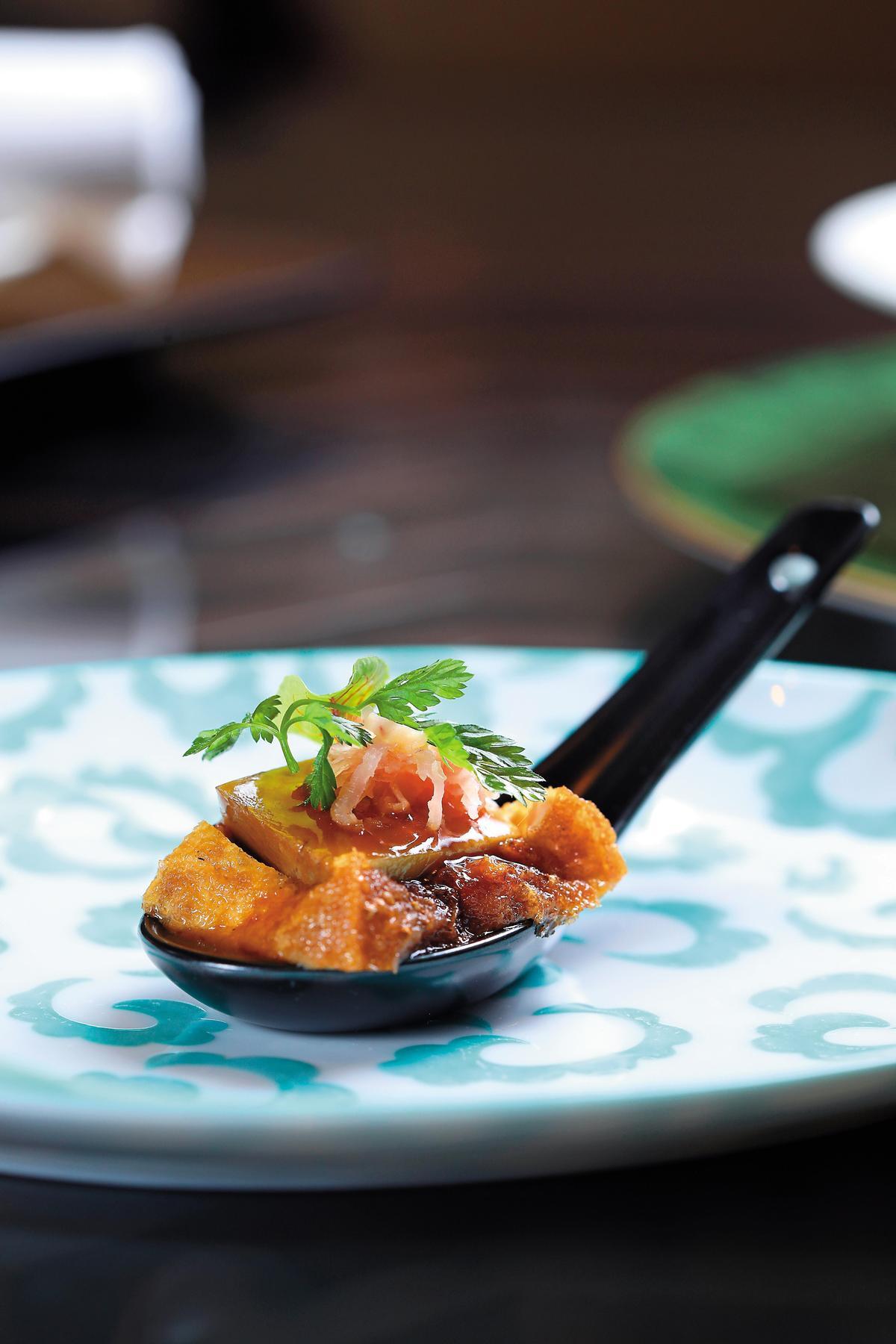 「潮州滷水鵝肝豆腐」的滷水豆腐與鵝肝竟是天生絕配。(23歐元/份,約NT$810)