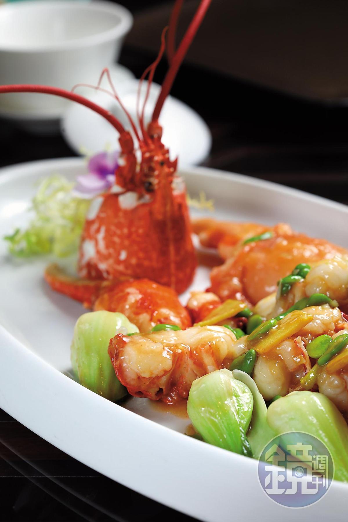 「本地藍龍蝦」有避風塘、上湯、蒜茸蒸、薑蔥炒等8種做法,可從中擇一。(112歐元/0.75Kg,約NT$3,943)