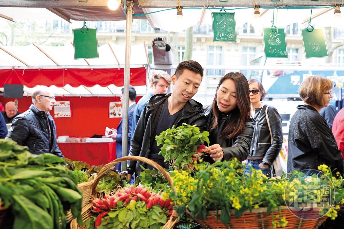 巴黎香宮主廚李森常跟太太陳渝欣一起逛市集、看展覽。