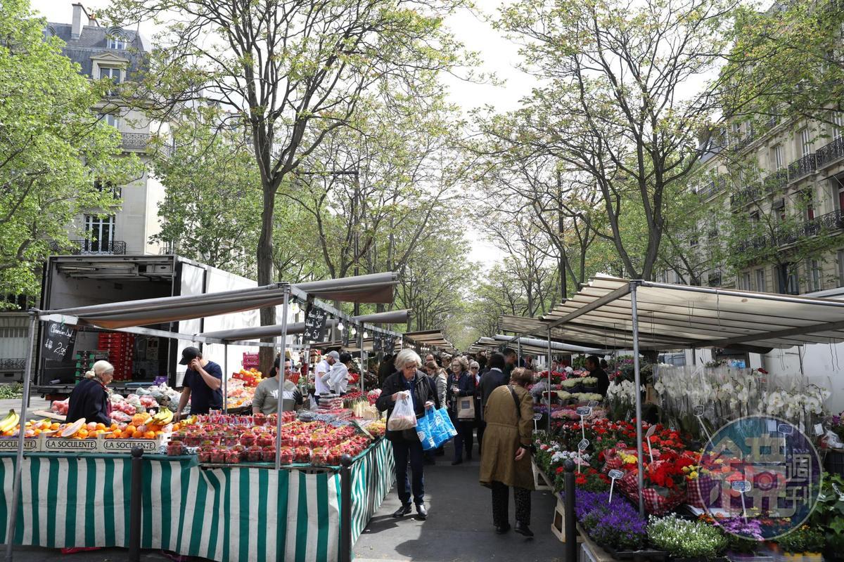 每逢週六,巴黎香格里拉旁邊都有農夫市集開張。