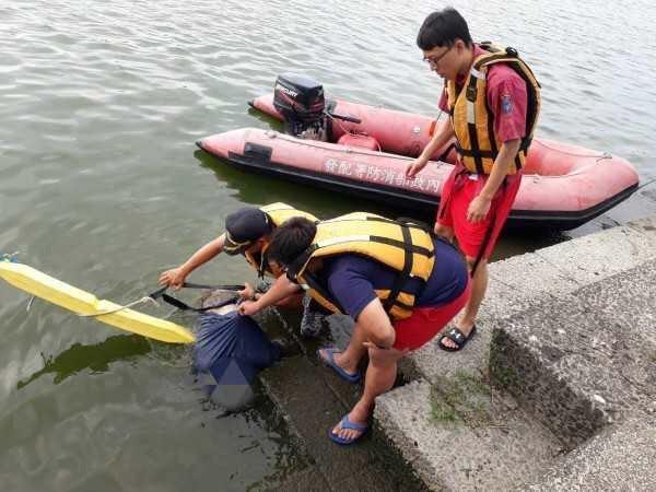 由於冬山河流水屍有塑膠袋套頭,一度被懷疑案情不單純,如今已排除他殺之可能。(警方提供)