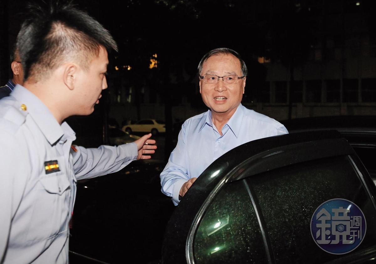 中投前董事長張哲琛(右)向檢方證實,錄音光碟中的回饋等字句是馬英九所說。