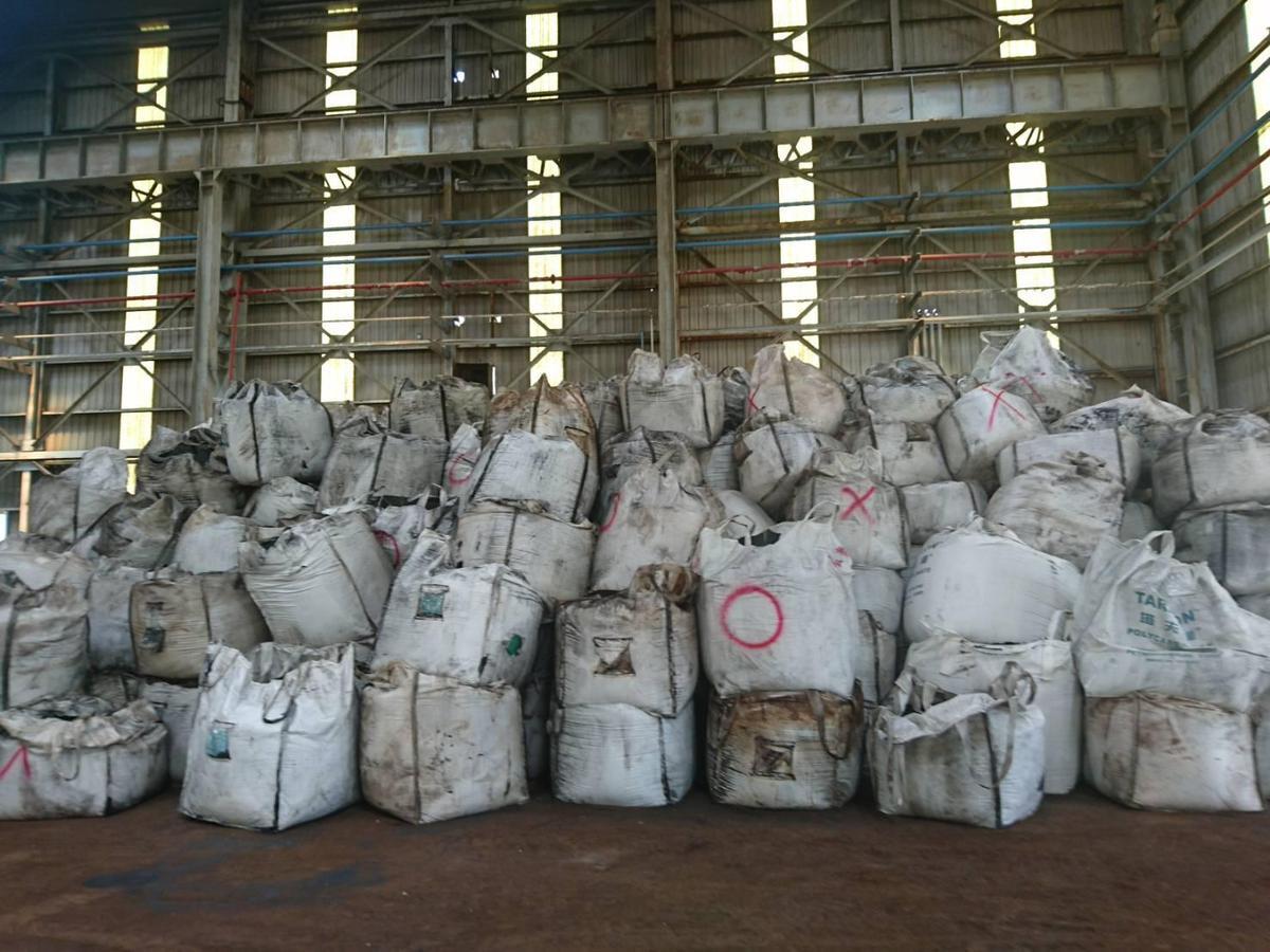 數百個太空包裏頭全都含有劇毒的廢棄土。(檢警提供)