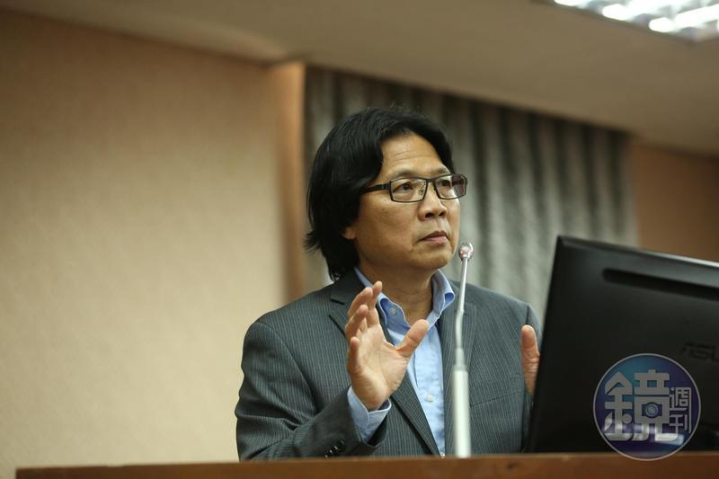 談到台大校長遴選問題,即將轉任教育部長的葉俊榮表示,會用決心、寬闊視野與勇氣來直接面對,找出一條路。