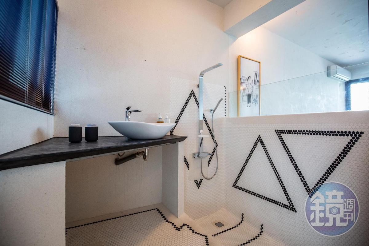 這兒的浴室走半開放風格,造型特殊。