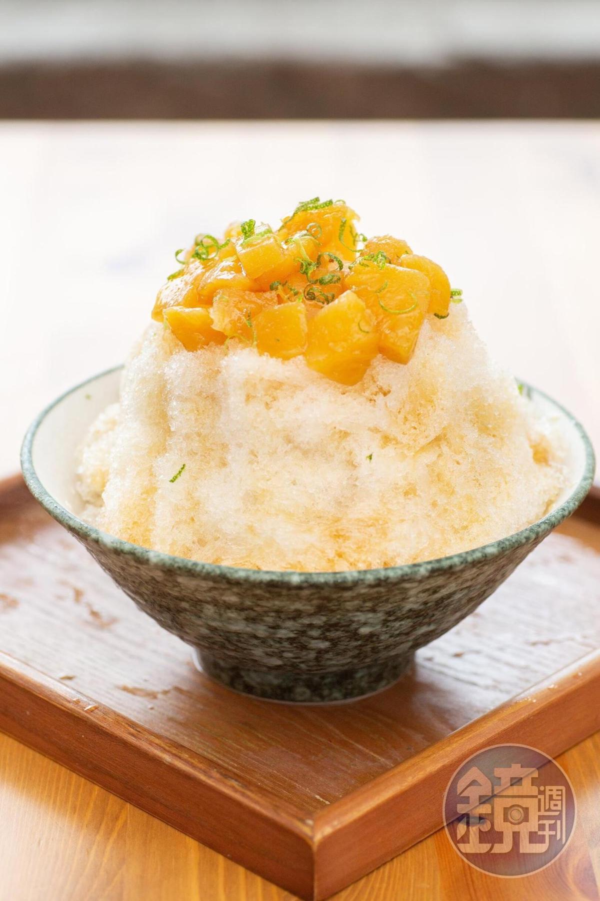 使用自釀的鳳梨鋪在冰上的「鳳梨冰」,酸甜美味,這兒的冰也磨得較他處更細,一入口就融化了。(95元/份)