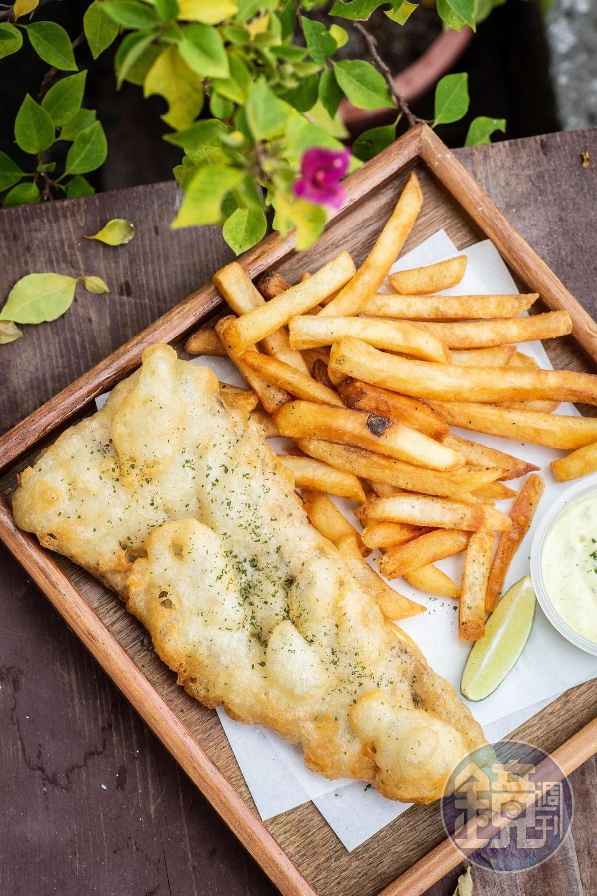 炸魚薯條有英式經典及加倍酥脆兩種口味,我們選的是嘗起來口感較柔軟的英式經典。(160元/份)。