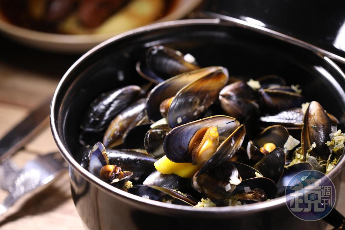 來自蘇格蘭東北方雪特蘭群島的淡菜,加入大蒜白酒羅勒奶油同蒸,有點法式風情。(13.95英鎊/份,約NT$556)