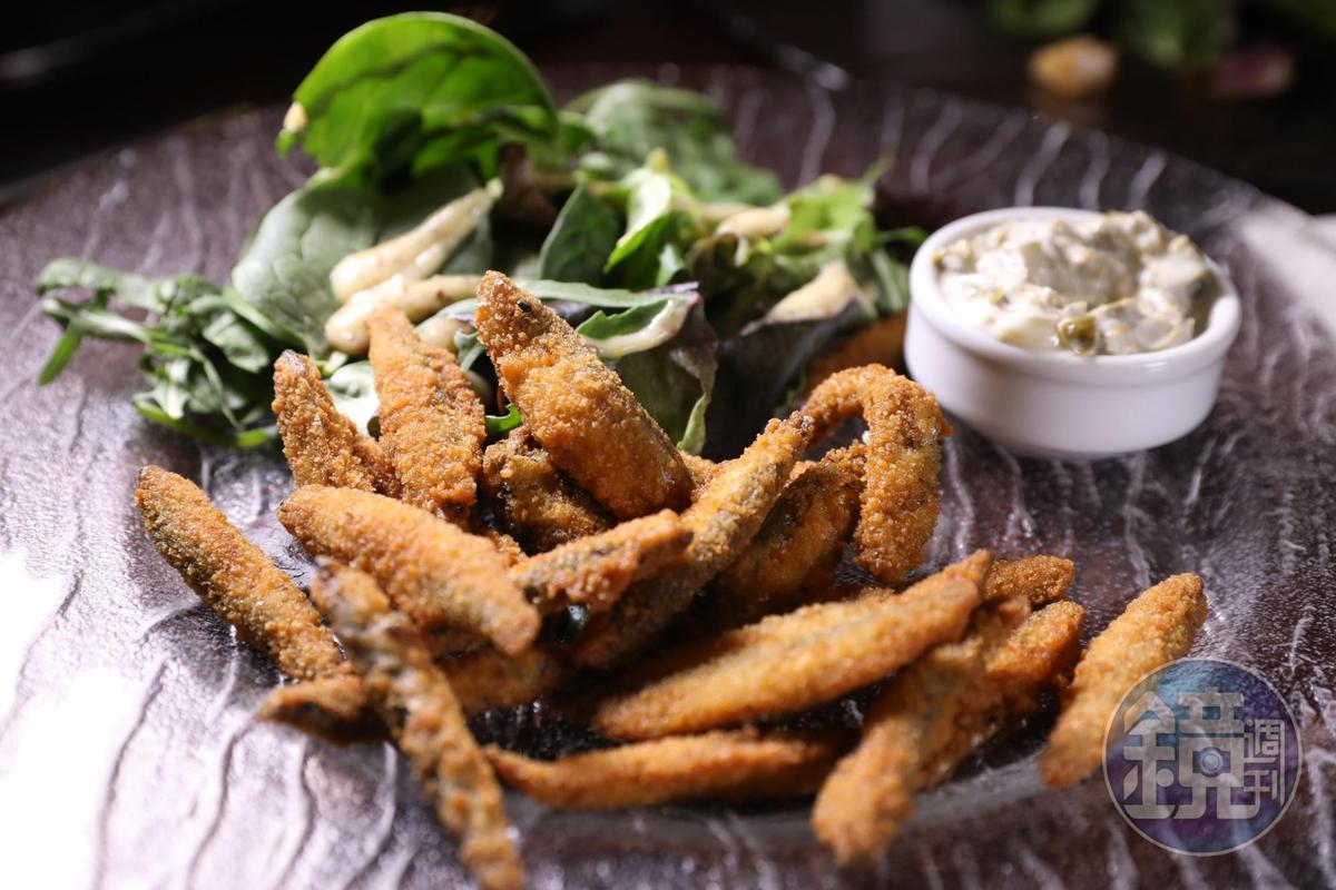 酥炸小鯡魚的風味很像丁香魚,但肉質更飽滿。(5英鎊/份,約NT$199)
