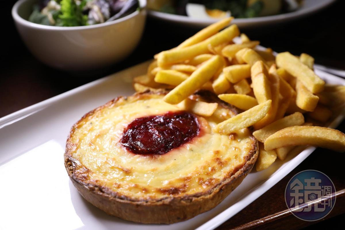 加上甜菜根醬一起焗烤的薩摩塞特Brie起士塔,是不敗的選擇。(13英鎊/份,約NT$518)