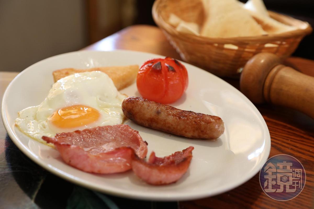 飯店供應傳統蘇格蘭式早餐,可任選喜歡的組合。