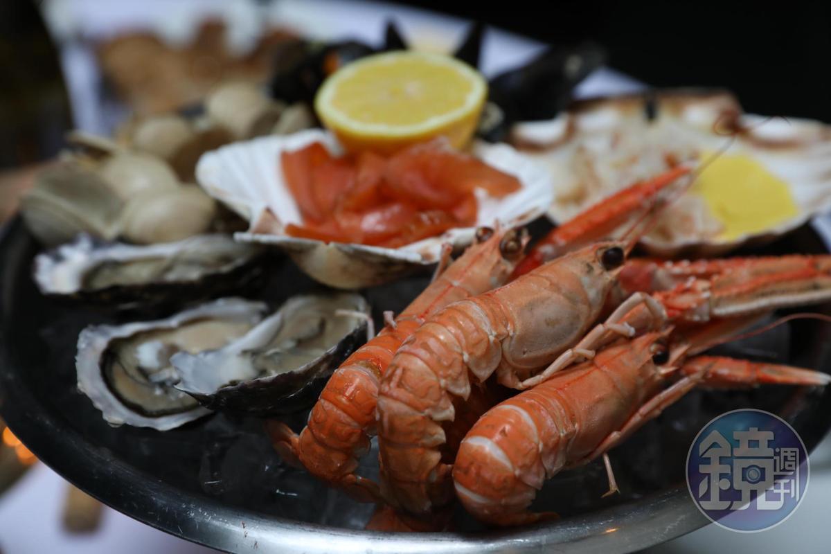 綜合海鮮盤裡有各種當地的時令海鮮,大蝦、生蠔、淡菜,鮮度都不錯。(35英鎊/份,約NT$1,410)