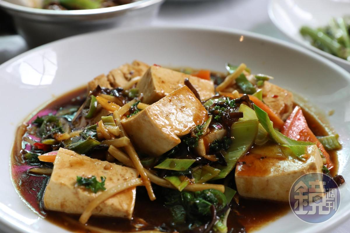 或許受限於食材,這道「紅燒豆腐」不太入味。