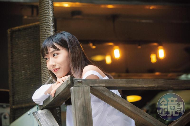 從輕晨電樂團主唱轉型為演員的隋玲,在CHOCO TV《愛情教會我的事》系列第一部〈秘密情人〉中飾演百貨內衣櫃主管。