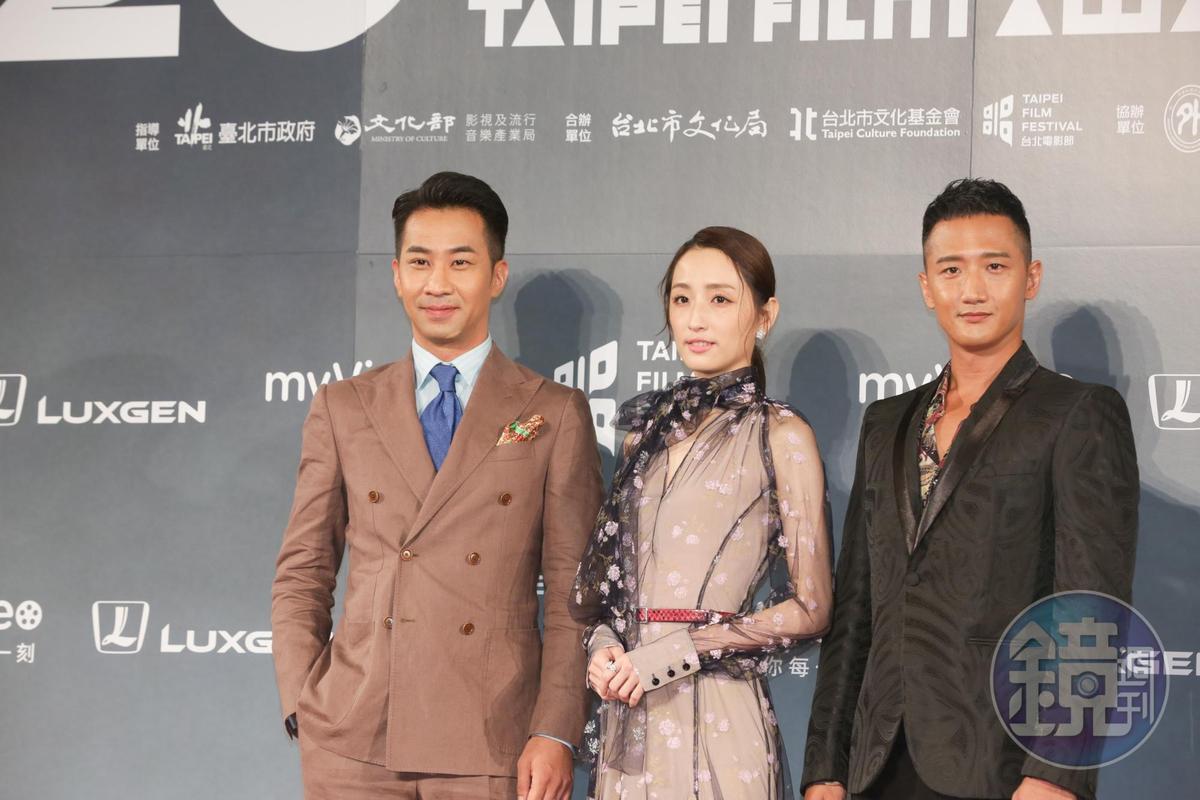 柯佳嬿(中)虧黃健瑋(左)太常得獎。