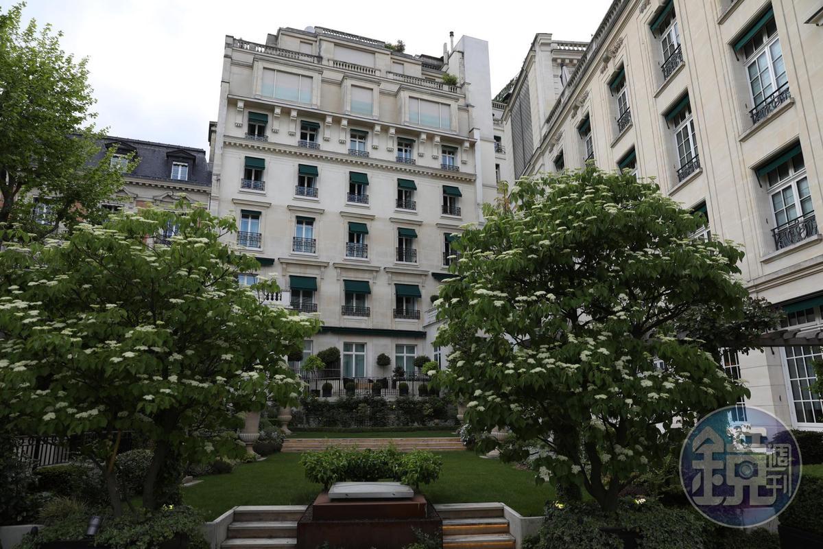 巴黎香格里拉的庭院整理得十分雅致但不失自然。
