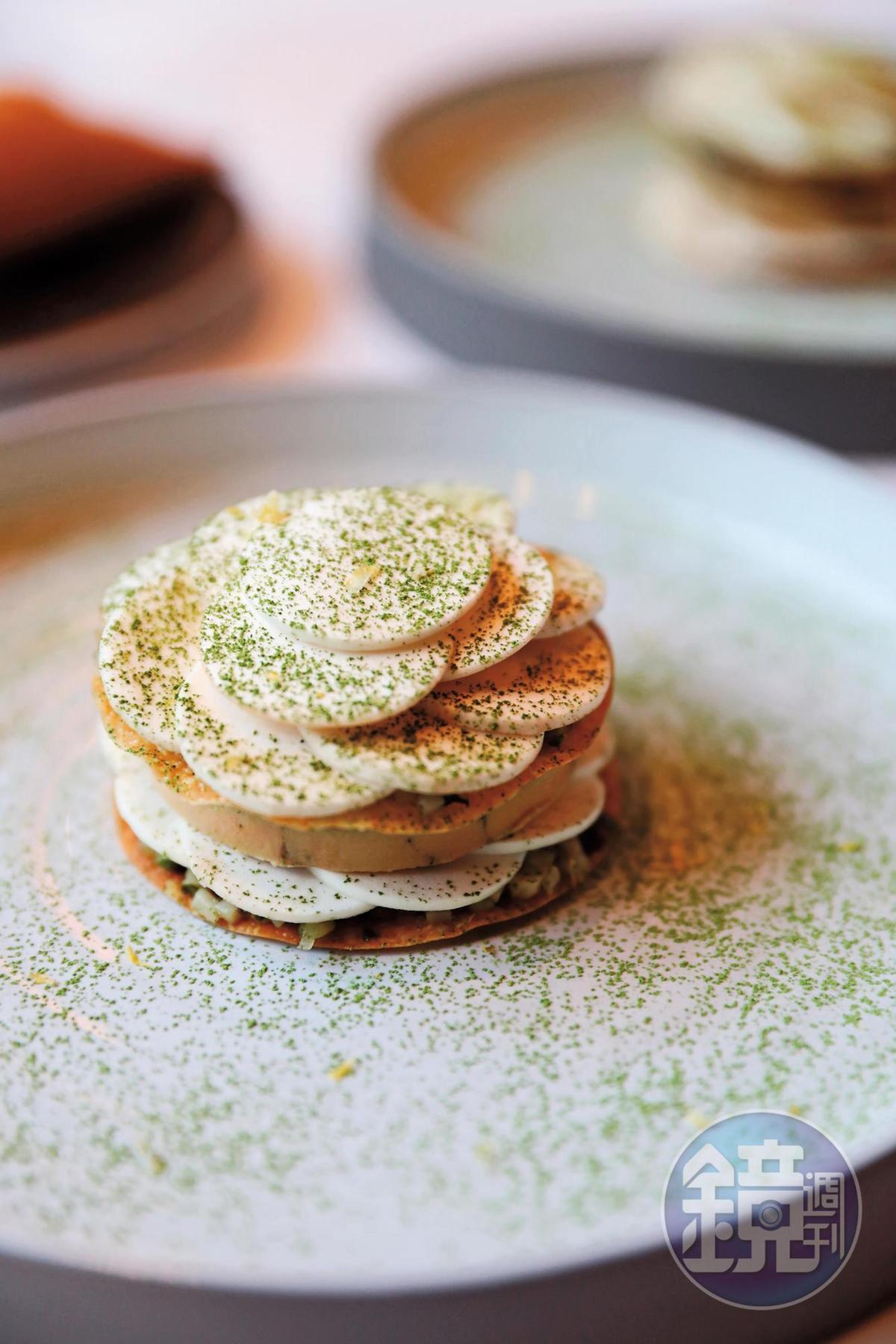 生熟蘑菇與脆餅構築多層次口感,是很棒的季節料理。(Tasting Menu菜色)