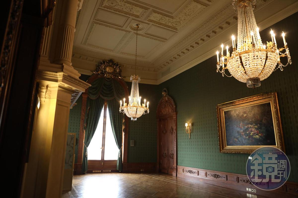 另一種優雅風格的宴會廳。