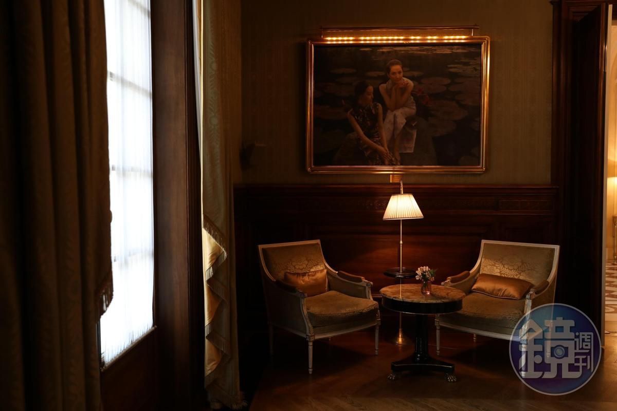 迎賓廊裡的掛畫,隱喻香格里拉的亞洲血統。