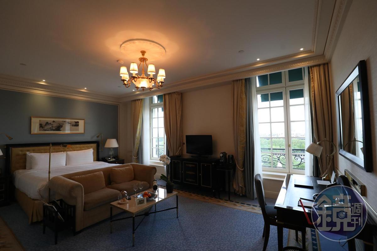 巴黎香格里拉共有101間客房,每間的格局、面積都不太一樣,其中4成看得到艾菲爾鐵塔。