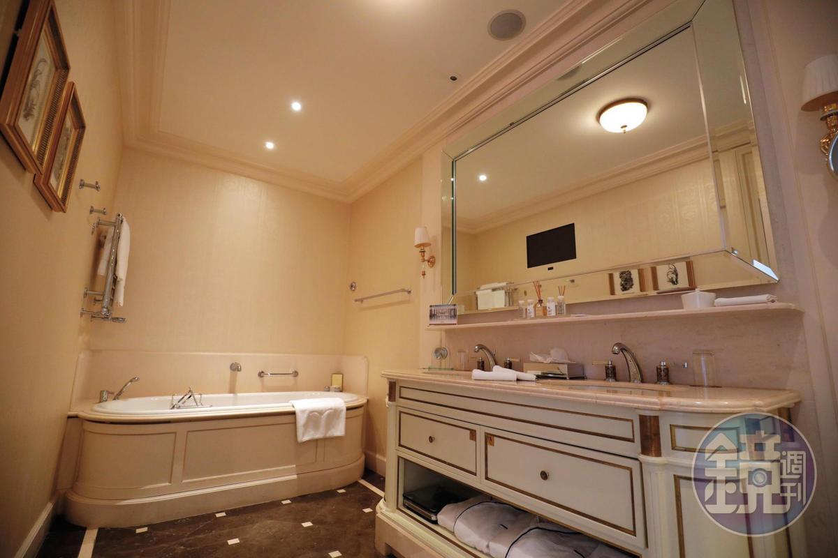 浴室空間寬敞,典雅中具備實用性。