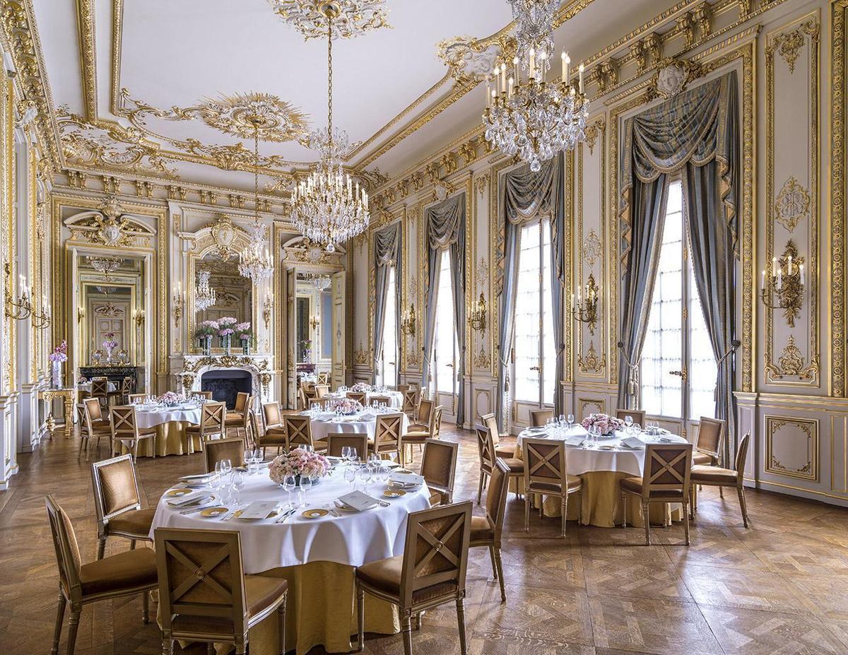 宛如小凡爾賽宮的宴會廳Grand Salon,現在是許多人夢想的婚宴之地。(巴黎香格里拉提供)