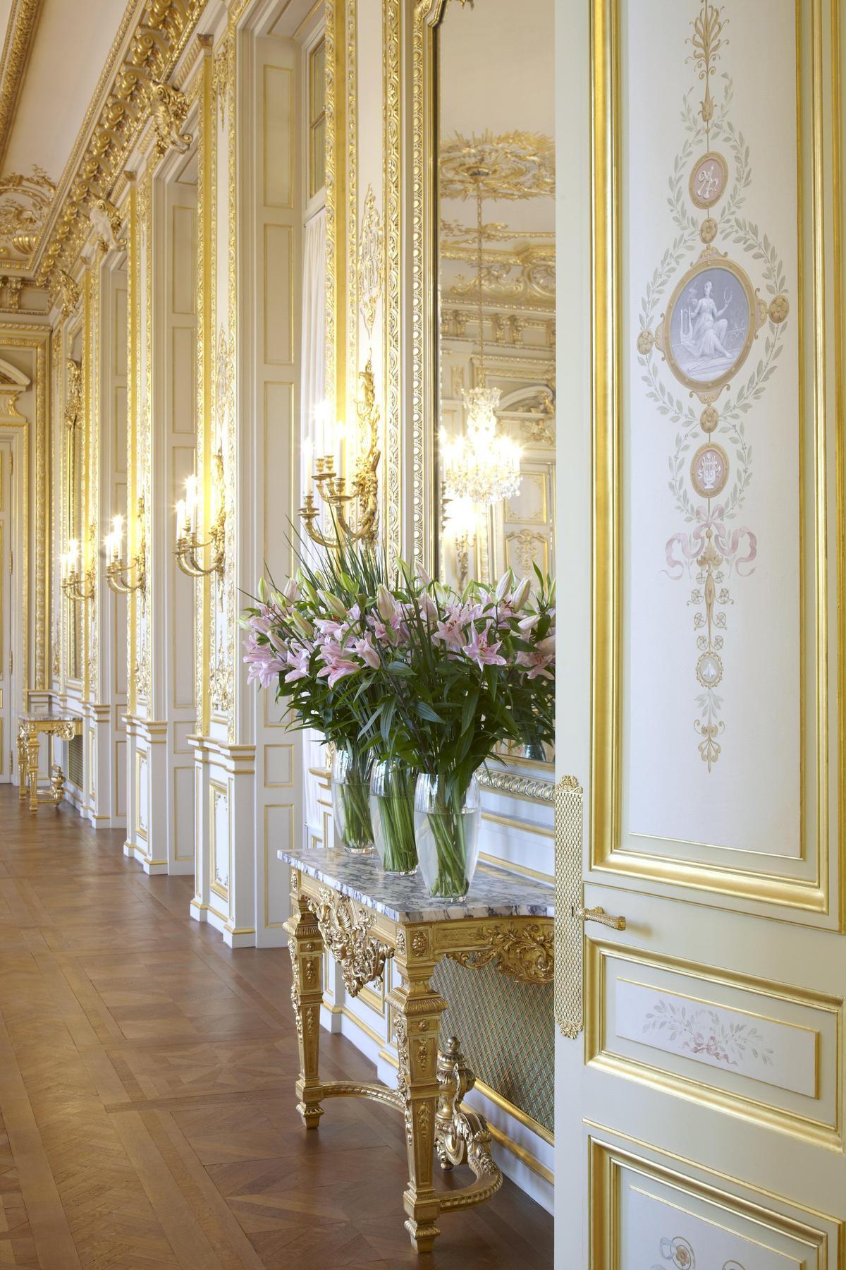 Grand Slaon的許多裝飾細節都放上拿破崙家族的蜜蜂家徽。(巴黎香格里拉提供)
