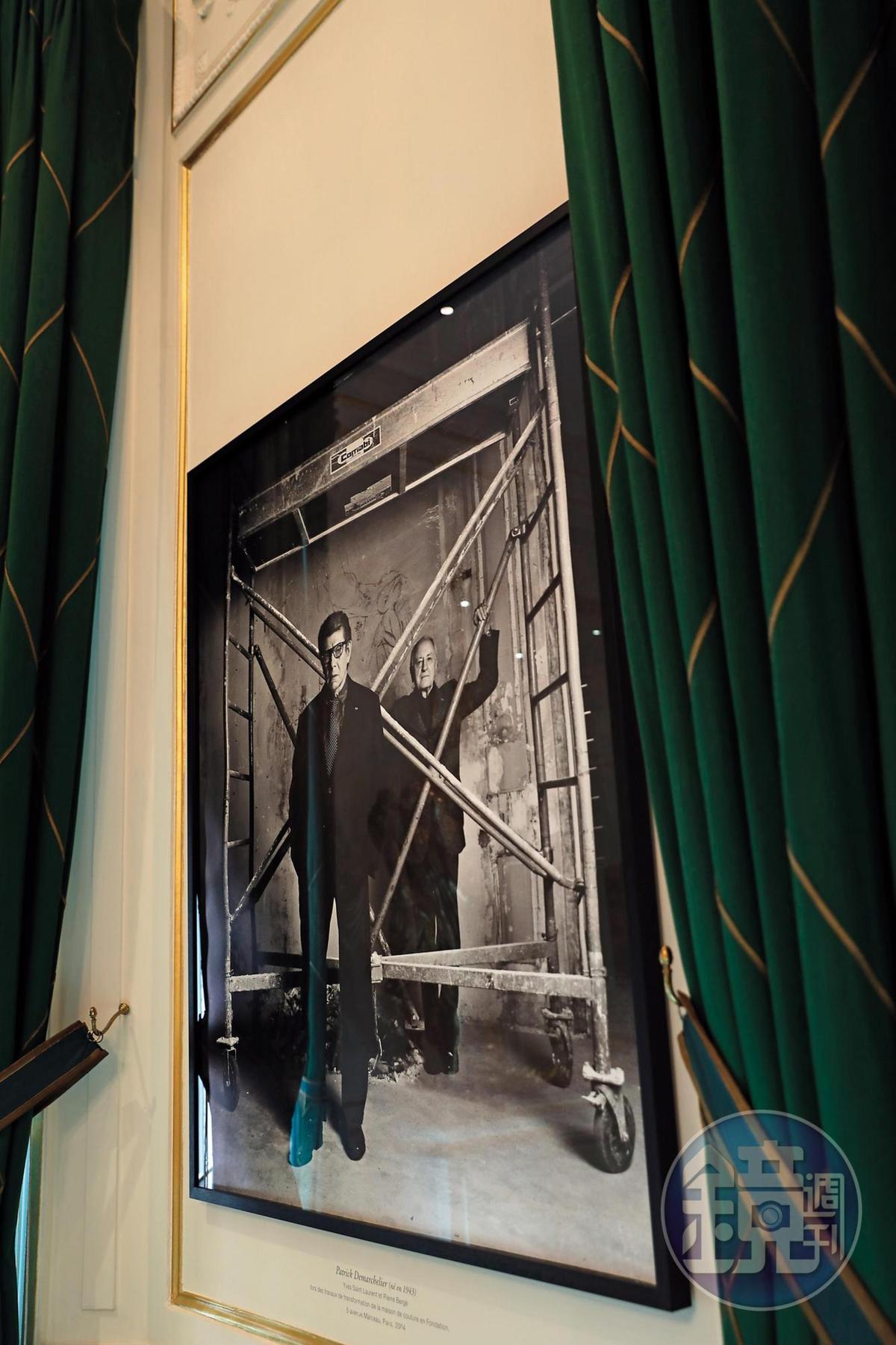 館內隨處可見時尚大師聖羅蘭(Yves Saint Laurent)與伴侶皮埃爾‧貝爾傑(Pierre Berge)合照。