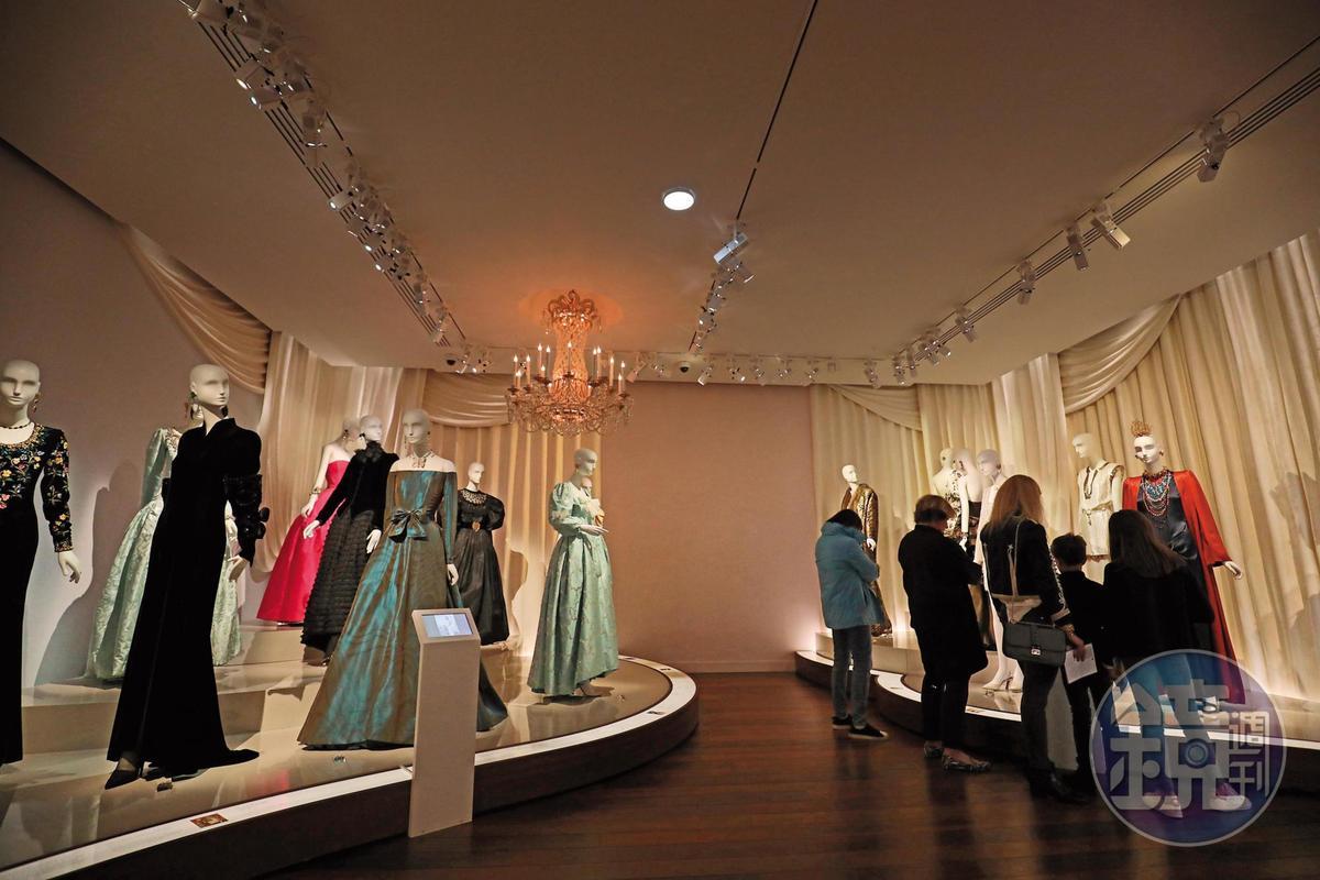 以高級訂製服聞名的時尚大師聖羅蘭,擁有許多經典作品,在這裡能一次拜見。