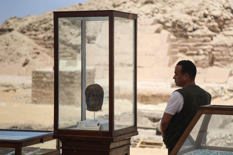 埃及薩卡拉古墓重新開挖,出土大量文物。(東方IC)