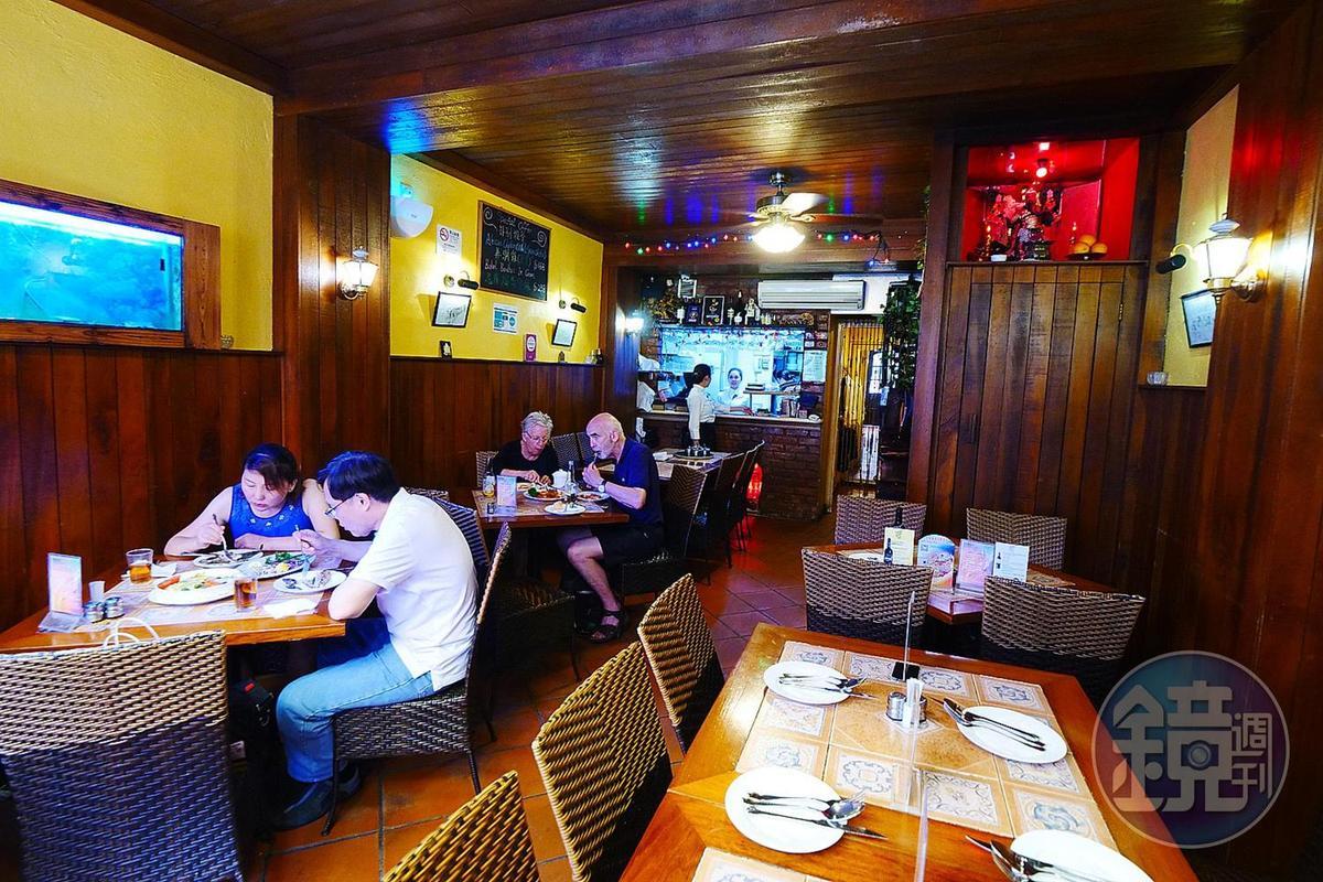 餐廳的裝潢與氣氛,會讓人以為來到葡萄牙。