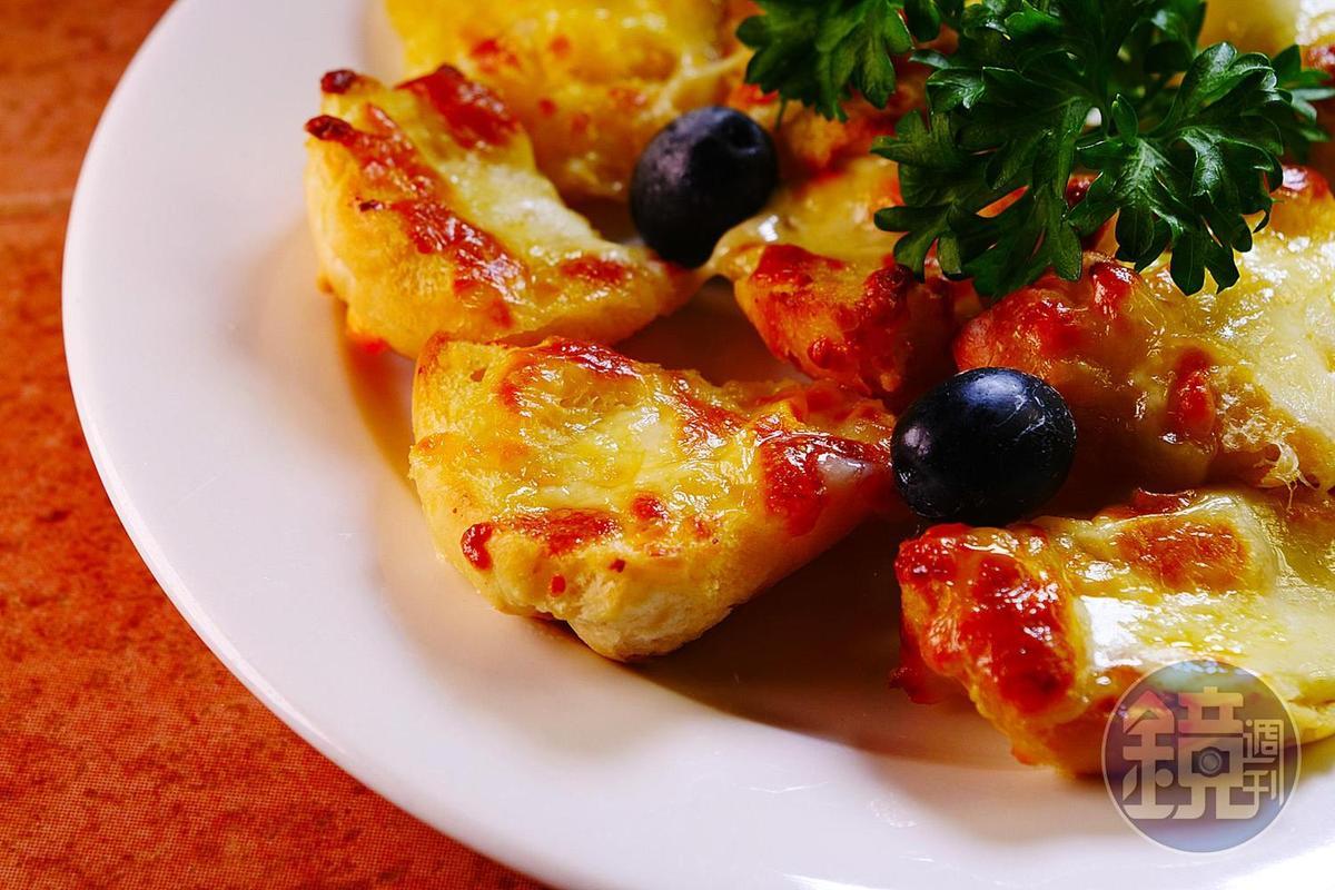 「厚切起士包」是餐廳裡頗受歡迎的前菜。(澳門幣38元/份,約NT$141)
