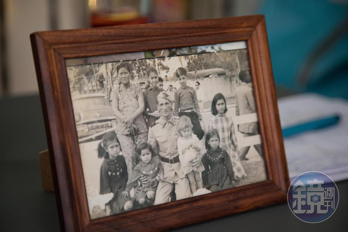 Ana從小出生在人口眾多的土生葡人家庭。
