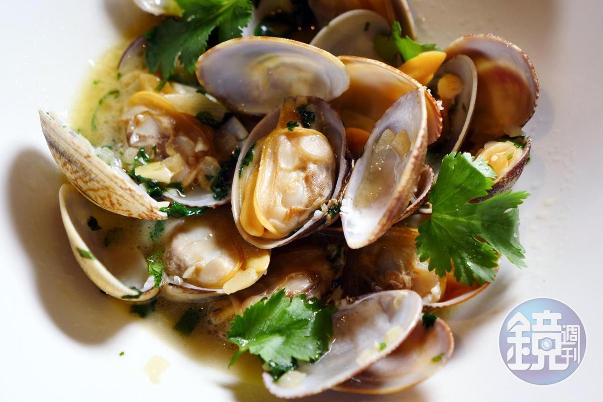 「葡式白酒蜆子」湯頭鮮美,一吃就停不下來。(澳門幣98元/份,約NT$363)