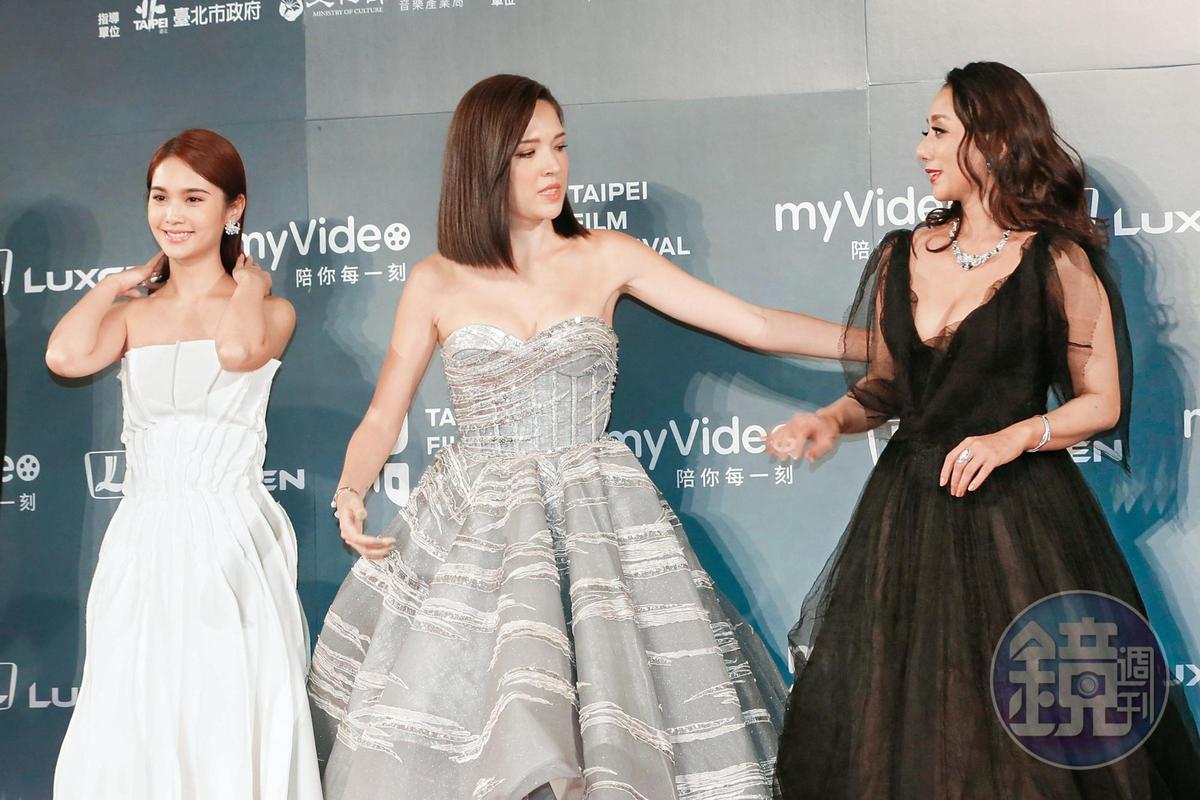 楊丞琳(左)活在自己的世界裡面,一旁的許瑋甯(中)跟高慧君(右)顯得世故許多,三人在紅毯上顯得各有故事。