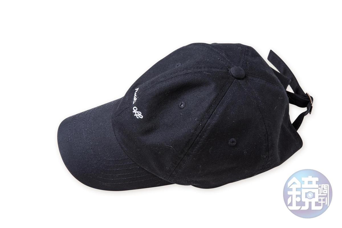 韓國小店買的棒球帽。約NT$500