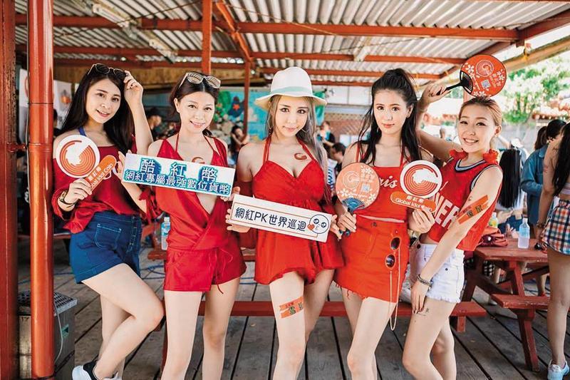 雪碧開團帶著網紅們到日本沖繩賺取酷紅幣,出遊照也出現在酷紅幣官網上。(翻攝自雪碧臉書)