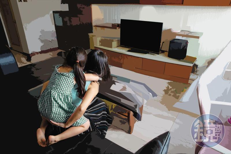 小欣和母親感情甚篤,在校遭受委屈後回家被母親發現情緒出現異狀。(為保護當事人,圖中人物與背景已做影像處理)
