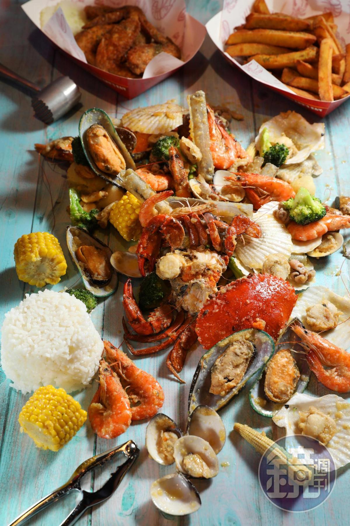 手抓海鮮依份量分成4種套餐,「Combo C」適合4至5人享用。(3,600元/份,圖中為奶油大蒜口味,份量為半份)