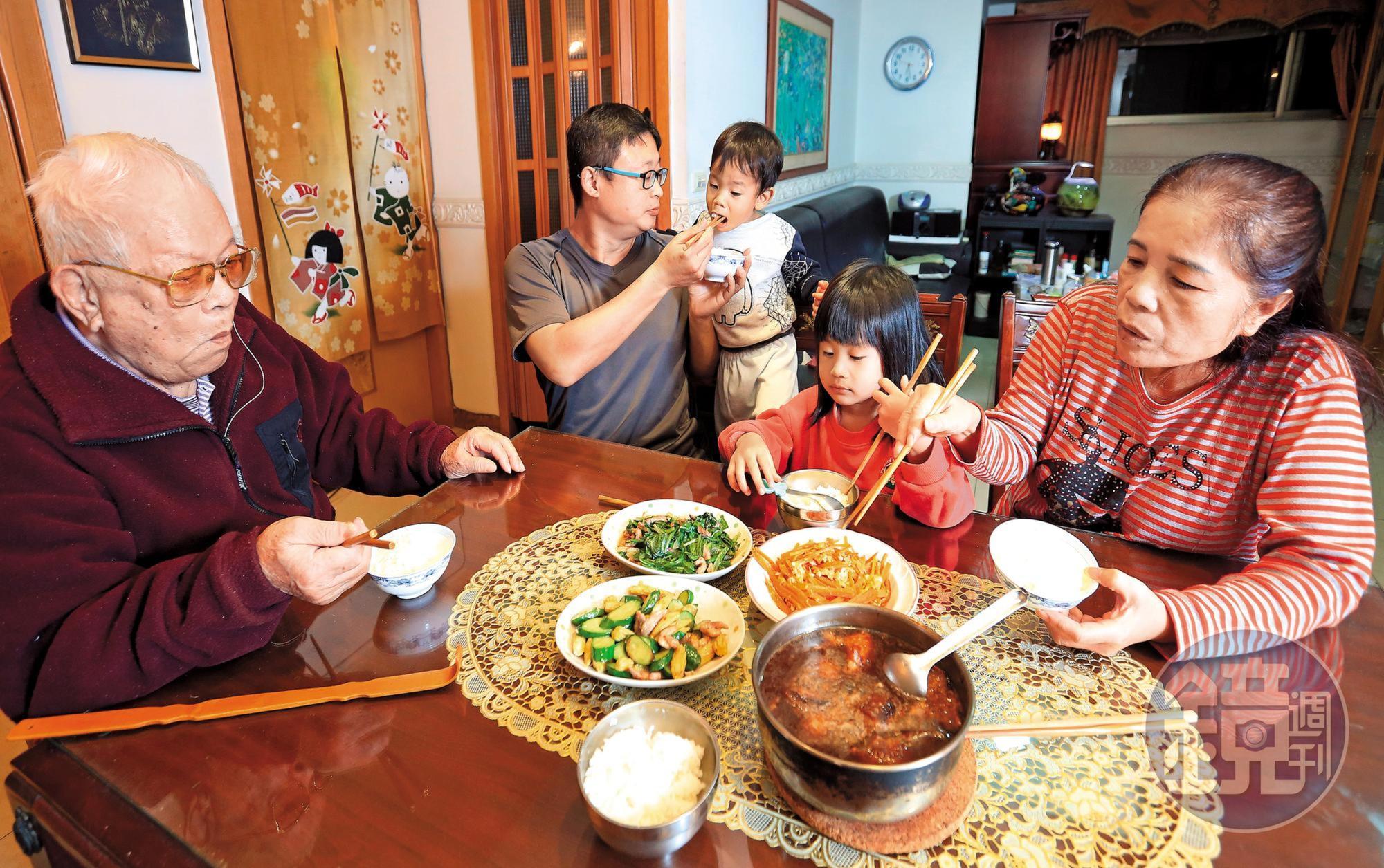 以房養老的好處是,在自己最熟悉的環境退休,並且每個月還有一筆現金可領。